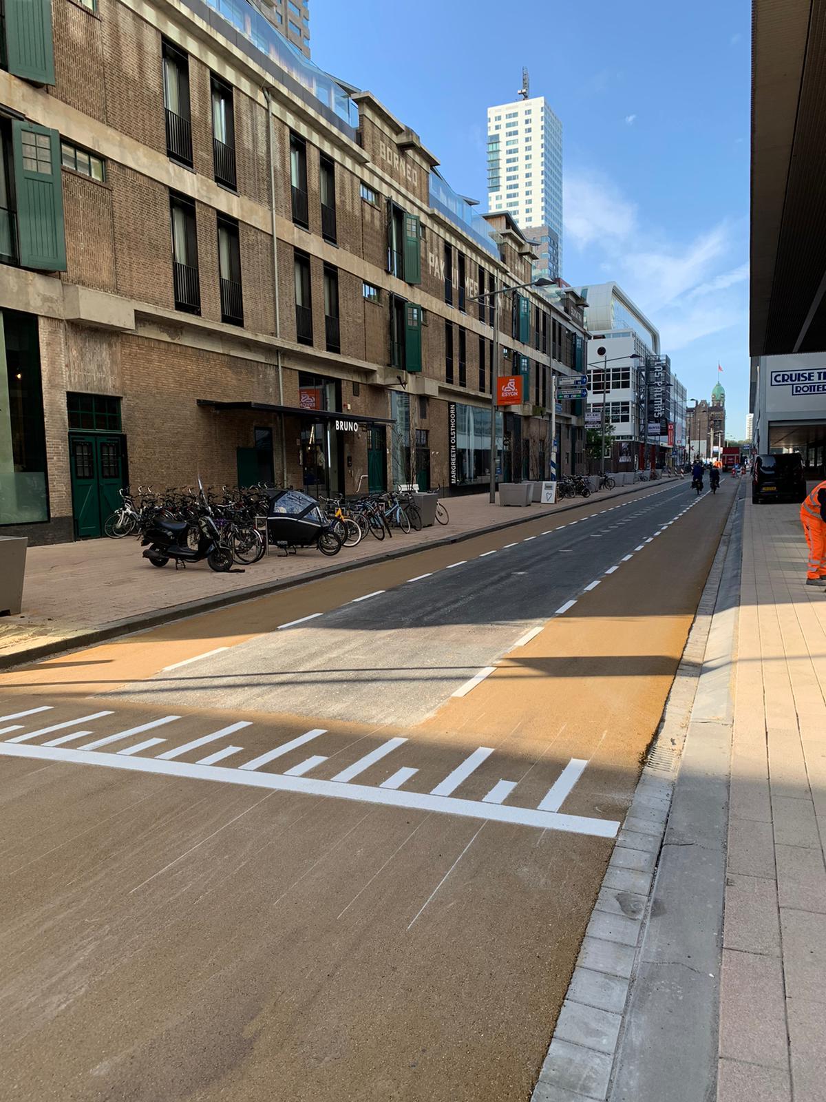 Geel asfalt Holland Amerika kade