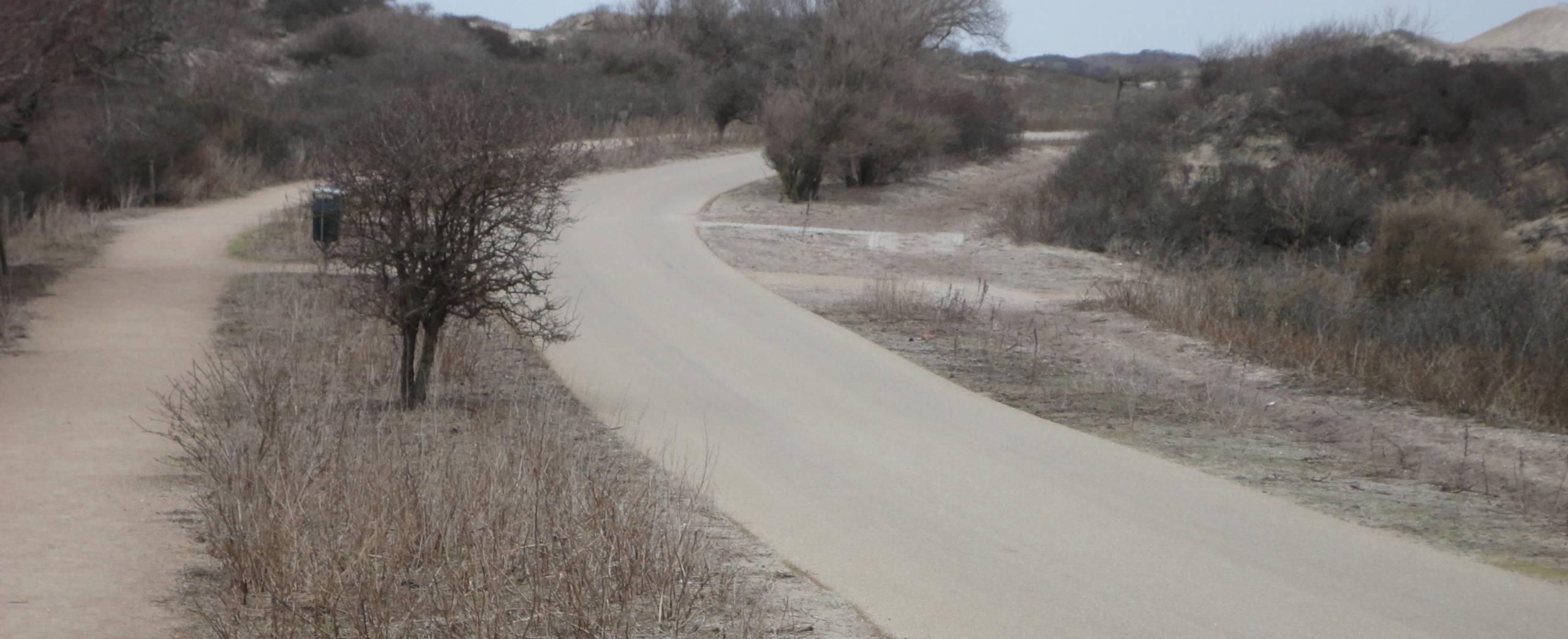 Wit asfalt in Kijkduin