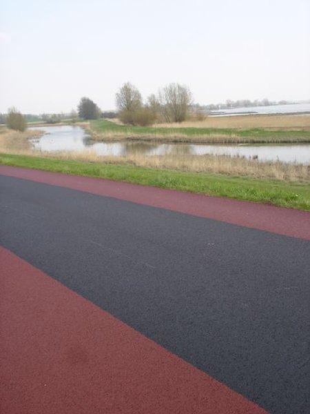 Lekdijk fiets en autobaan