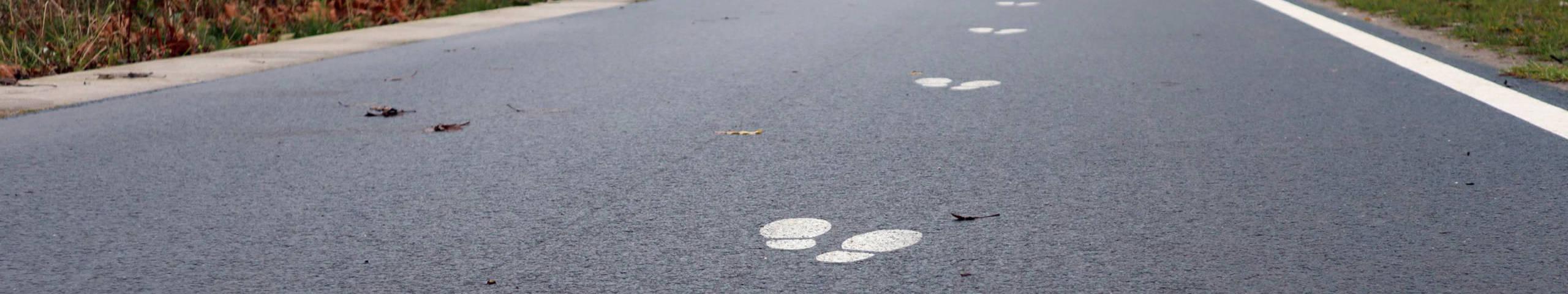 Voeten op asfalt
