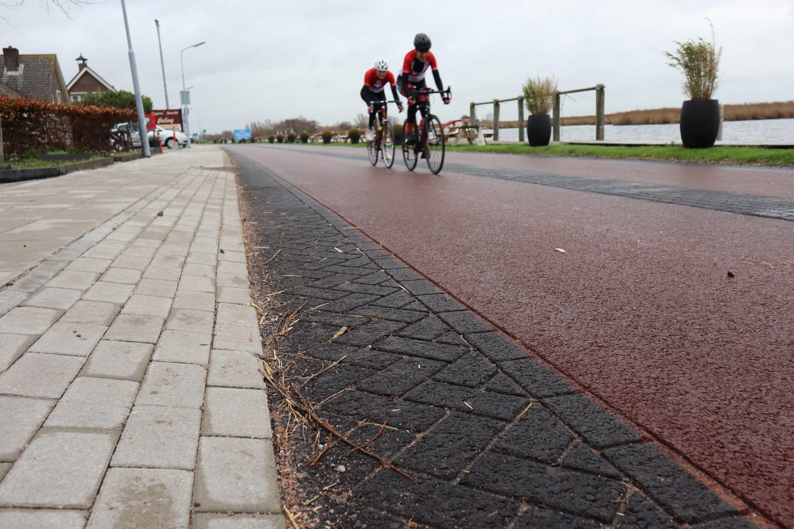 Wielrenners asfalt of klinkers
