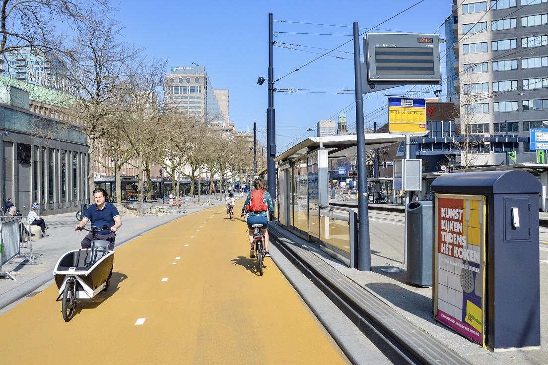 Geel asfalt, geel fietspad Cooldingel Rotterdam