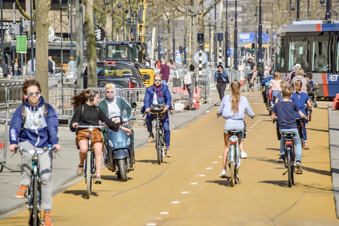 Geel asfalt centrum Rotterdam
